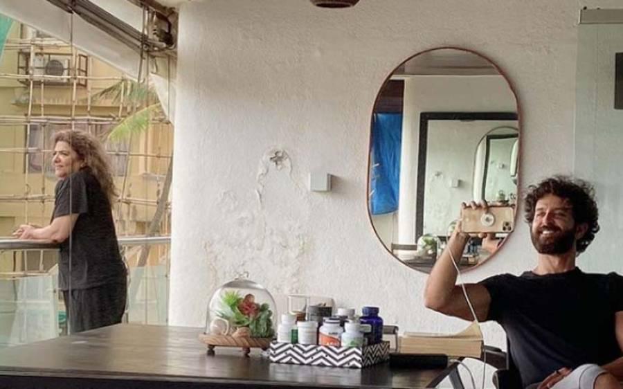 بالی ووڈ اداکار ہیریتک روشن نے انسٹا گرام پر اپنی والدہ کے ساتھ تصویر شیئر کی تو پیچھے دیوار پر صارفین کو ایسی چیز نظر آ گئی کہ اداکار کو وضاحت دینا پڑ گئی