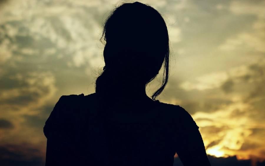 'میری خوبصورتی کی وجہ سے ہردوست میرے بارے یہی شرمناک خواہش رکھتا ہے' نوجوان لڑکی نے ایسی بات بتادی کہ آپ بھی حیران پریشان رہ جائیں گے
