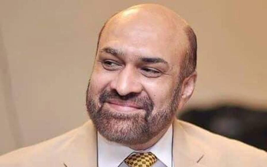 سینئر صحافی رضوان رضی کے والد کو نماز جنازہ کے بعد مقامی قبرستان میں سپرد خاک کردیا گیا