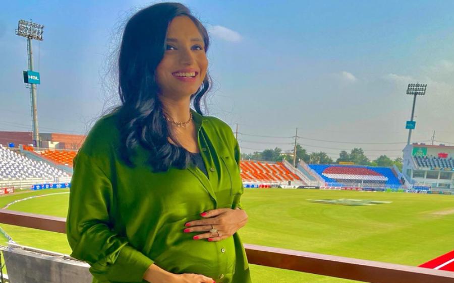 سپورٹس اینکر زینب عباس حاملہ ہوگئیں، تصویر شیئر کردی