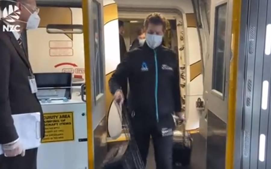 نیوزی لینڈ کی ٹیم ملک واپس پہنچی تو ٹویٹر پر ویڈیو شیئر کی گئی، لیکن اس کے ساتھ ہی ایسا کام کر دیا کہ جان کر آپ کو یقین نہیں آئے گا