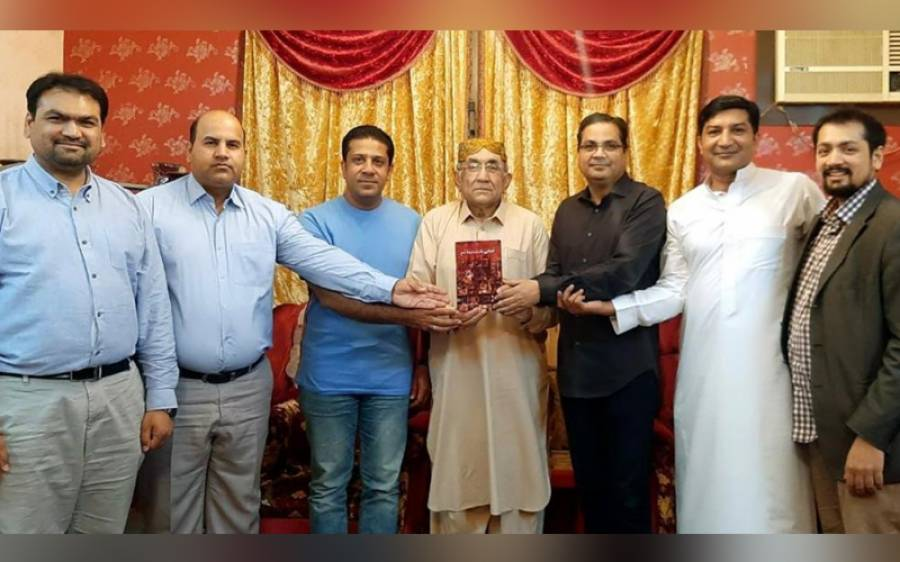 حلقہء فکروفن کا اجلاس، ڈاکٹر حناء امبرین طارق کو تازہ مجموعہ کلام پر مبارکباد پیش کی گئی