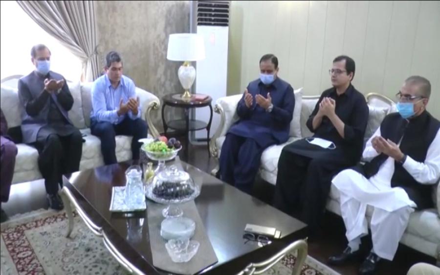 وزیر اعلیٰ پنجاب کی سینئر صحافی مجیب الرحمان شامی کے گھر آمد، بھائی کے انتقال پر اظہار افسوس و فاتحہ خوانی