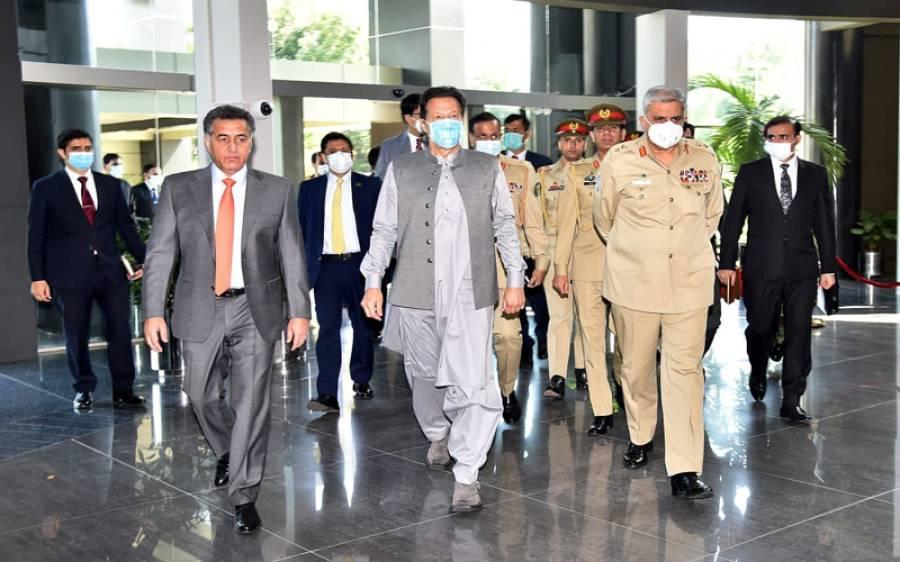 عمران خان وفاقی وزرا، وزرائے اعلیٰ اور تینوں افواج کے سربراہان کو لے کر آئی ایس آئی سیکرٹریٹ پہنچ گئے