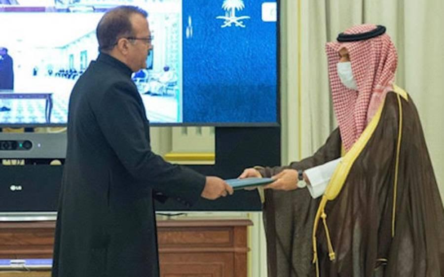 سفیر پاکستان جنرل (ر) بلال اکبر نے سعودی فرمانروا شاہ سلمان کوسفارتی اسناد پیش کردیں