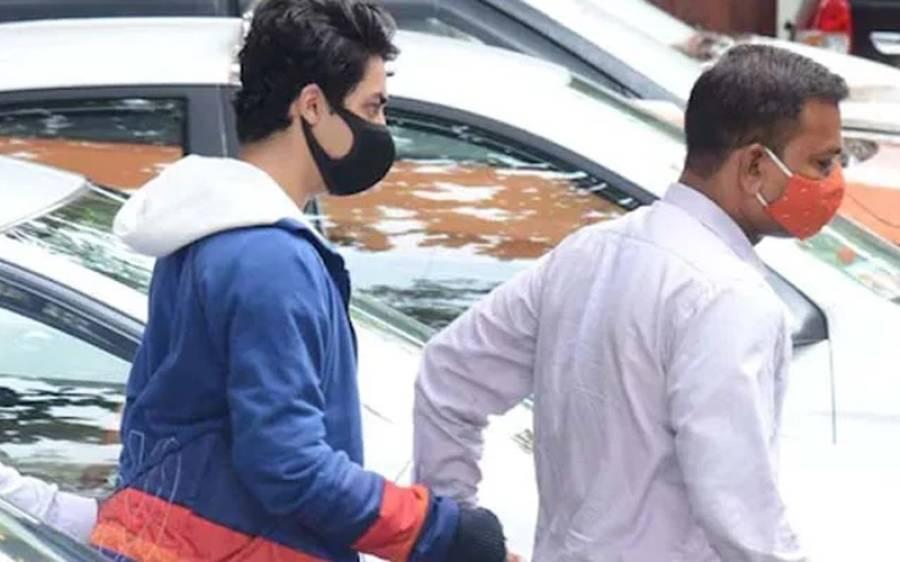 جیل کا کھانا کھانے سے انکار پر شاہ رخ خان کے بیٹے آریان خان کیا چیز کھانے پر مجبور ہیں؟ اندر سے خبر باہر آ گئی