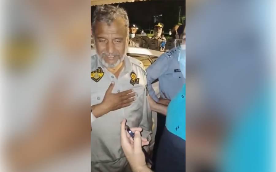 اسلام آباد پولیس کے اہلکار نے جب ڈاکووں کو شہری سے لوٹ مار کرتے دیکھا تو اس نے کیا ترکیب لگائی؟ جانئے