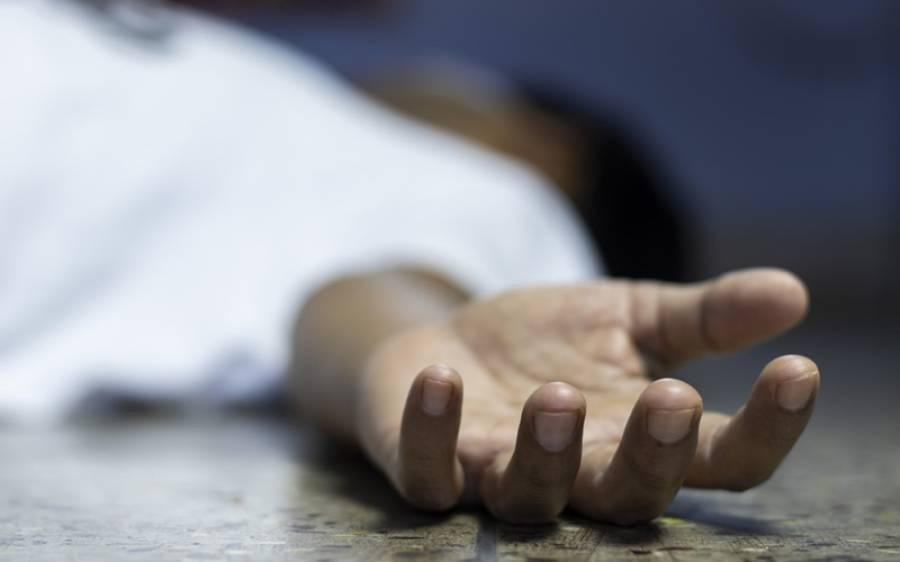فٹ بال گراﺅنڈ میں ہی نوجوان کو دن دہاڑے قتل کردیا گیا