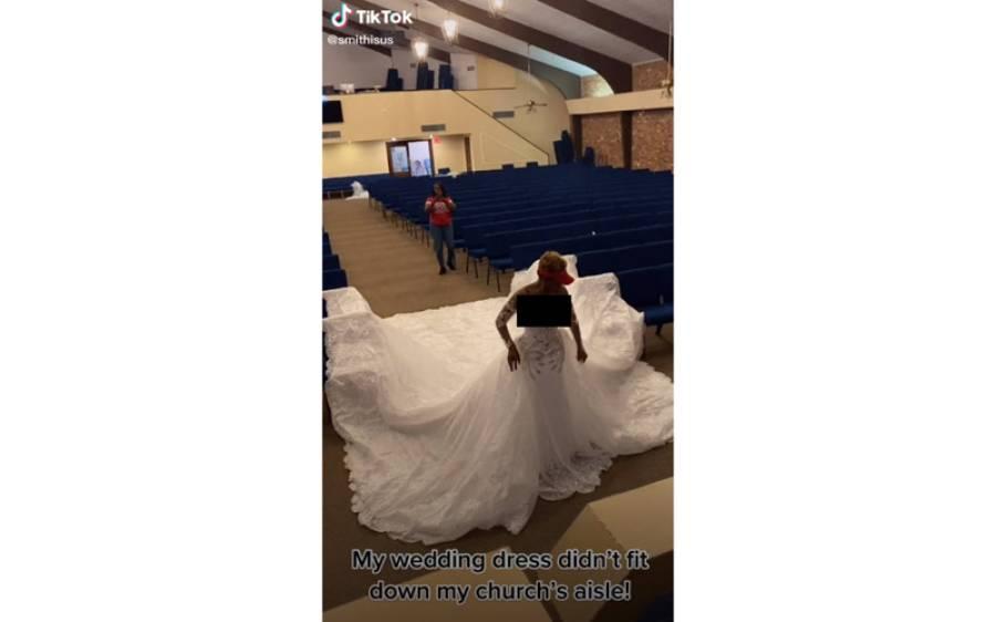 برطانوی دلہن کا نائیجیریا میں عروسی لباس تیار لیکن جب زیب تن کر کے چرچ پہنچی تو ایسا کام ہوگیا کہ دیکھنے والے بھی دم بخود رہ گئے