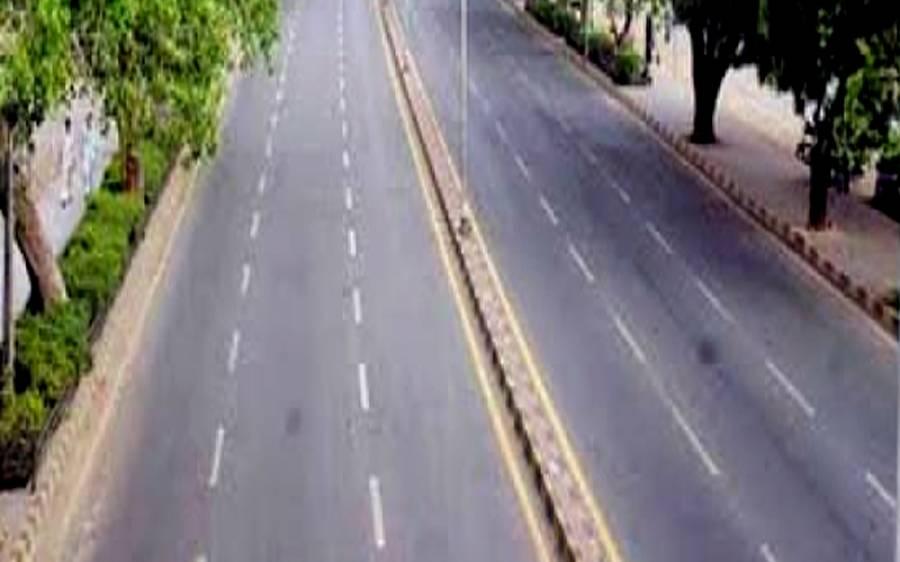 لاہور میں دھرنا دیے بیٹھے نابینا افراد پر تاجروں کادھاوا، سڑک ٹریفک کیلئے کلیئر کرا لی