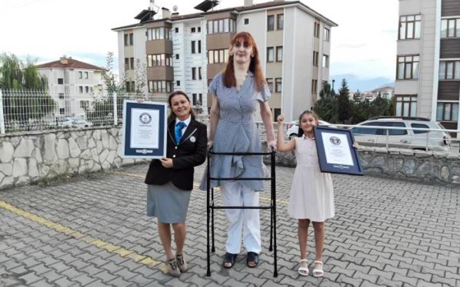 ترک لڑکی جس نے سب سے لمبی ہونے کا اعزاز اپنے نام کرلیا