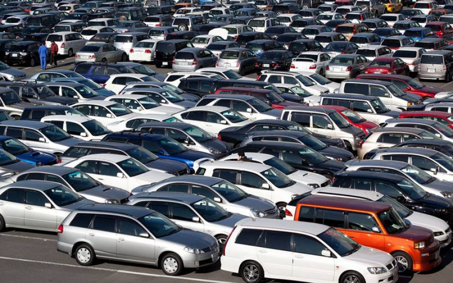 In the first quarter of this year, how many millions of dollars worth of cars did Pakistanis import from abroad?