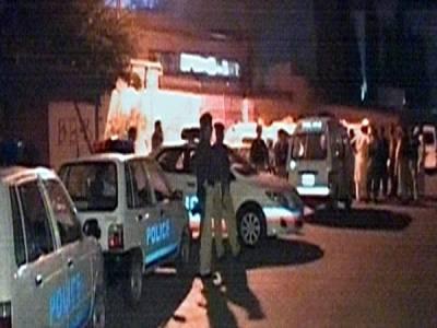 نصف شب کراچی میں تین افراد سڑک پر قتل