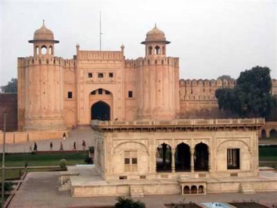 لاہور میں سورج آگ اگلنے لگا، درجہ حرارت 44 ڈگری تک پہنچ گیا