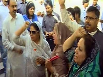 پیپلزپارٹی کا پنجاب کے بجٹ اجلاس کے دوران جمہوری رویہ اپنانے کا فیصلہ ،اجلاس سے پہلے اسمبلی کی سیڑھیوں پر براجمان