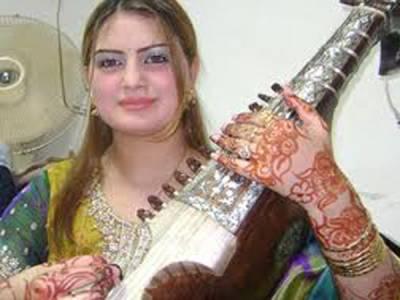 پشتو کی معروف گلوکارہ غزالہ جاوید والد سمیت قتل