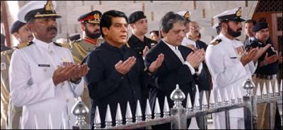 جمہوریت، آئین پر عمل اور قربانی، وزیراعظم کا 'قائد 'کو گواہ بنا کر نصب العین کا اعلان