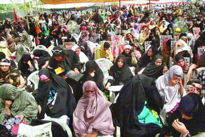 لاہور: مینار پاکستان مجلس وحدت المسلمین کانفرنس میں خواتین کا رش: