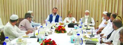 لاہور: امیر جماعت اسلامی منور حسن بیرون ملک مقیم پاکستانیوں کے وفد سے گفتگو کر رہے ہیں