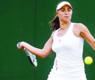 ومبلڈن اوپن، آسٹریا کی ٹینس سٹارتمیرا اٹالین روبرٹا کے خلاف فور ہینڈ شاٹ کھیل رہی ہیں