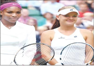 ومبلڈن اوپن ٹینس کے ویمن سنگلز فائنل کے آغاز سے قبل آگنیسکا اور سرینا ولیمز کا پوز
