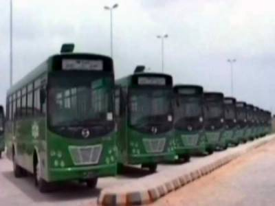 کراچی میں نئے انداز کا ڈاکہ، سات بسیں چھین لی گئیں