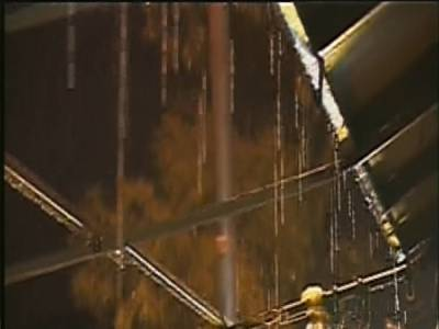 لاہور کے مختلف علاقوں میں تیز ہواﺅں کے ساتھ موسلا دھار بارش