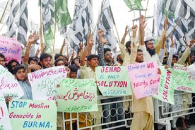 لاہور: جماعة الدعوة کے زیراہتمام برما میں مسلمانوں کے قتل عام کے خلاف مظاہرہ کیا جارہا ہے