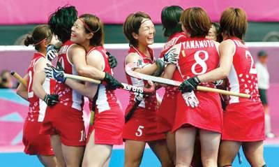 ویمنز ہاکی،جاپانی کھلاڑی چین کو ہرانے کے بعد خوشی کا اظہارکررہی ہیں