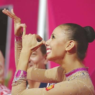 اولمپکس ویمن جمناسٹک ڈانس میں چاندی کا تمغہ جیتنے والی روسی ڈاریا کا ایک انداز