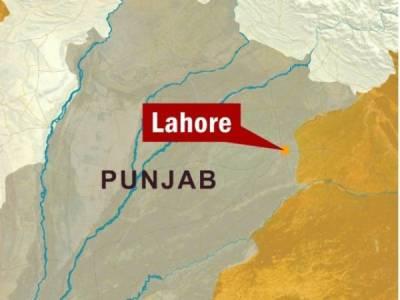 لاہور:گھر میں گھس کر گن پوائنٹ پر لڑکی بے آبروکردی ،اہل محلہ سراپااحتجاج