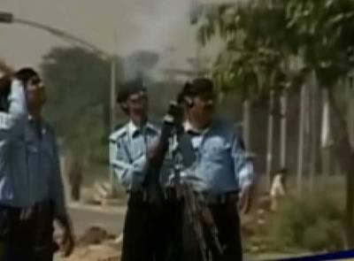 اسلام آباد میں دفعہ 144نافذ، مظاہرین تمام رکاوٹیں عبور کرکے ریڈ زون میں داخل