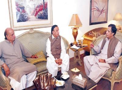 چودھری پرویز الٰہی سے پیپلز پارٹی کے سینئر رہنما و چیئرمین متروکہ وقف املاک بورڈ سید آصف ہاشمی ملاقات کر رہے ہیں