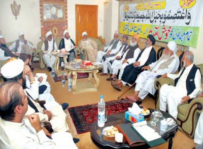 اسلام آباد، رہنما متحدہ مجلس عمل اور امیر جمعیت علماءاسلام(ف) مولانا فضل الرحمن ایم ایم اے کے اجلاس کی صدارت کر رہے ہیں