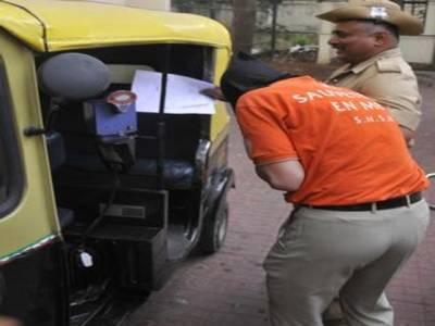 بھارتی رکشے سے کروڑوں روپے برآمد