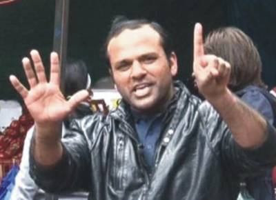 لندن: پاکستانی مچھلی فروش گلوکار بن گیا، مقبولیت کے ریکارڈ قائم