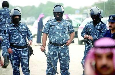 جہارا: کویتی پولیس اہلکار خانہ بدوشوقں کے احتجاجی مظاہرے کے دوران الرٹ کھڑے ہیں