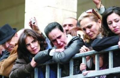 دمشق: شامی باشندے یونان آرتھو ڈوکس پادری اگنیشئیس iv حاظم کی آخری رسومات میں شریک ہیں