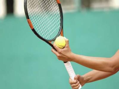 روسی ٹینس سٹار کی سٹیڈیم میں شائقین کیلئے ماڈلنگ