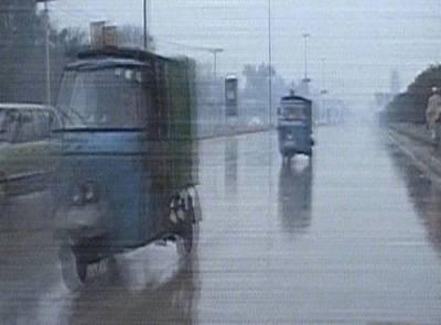 ملک کے کئی شہروں میں بارش اور برفباری، سردی بڑھ گئی ، راستے بند