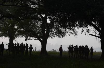 کولکتہ: نیشنل کیڈٹ کور کے بھارتی کیڈٹ کہر آلود صبح کو مارچ کررہے ہیں