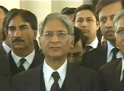 توہین عدالت کیس: اعتزازاحسن نے الطاف حسین کی وکالت کرنے سے معذرت کرلی