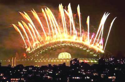 نیویارک: نئے سال کی خوشی میں شہرکوروشنیوں سے سجایاگیاہے