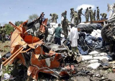 لوساکا:ریسکیو اہلکار امدادی کارروائیا ں کر رہے ہیں'فریقی ملک زیمبیا میں بس اور ٹرک کے تصادم میں 53 افراد ہلاک اور 22 زخمی ہو گئے۔ پولیس کے مطابق حادثے کے فورا بعد بس میں آگ لگ گئی جو ہلاکتوں کا باعث بنی۔ پولیس ترجمان الز بتھ کنجیلا نے کہاکہ ہلاکتوں میں اضافے کا خدشہ ہے اور حادثے کی وجہ معلوم کرنے کے لئے تحقیقا ت شروع کر دی گئی زیمبیا کے صدر مائیکل ساٹا نے حادثے پر عوام سے افسوس کا اظہار کیا اور مرنے والوں کے لئے دعا کی