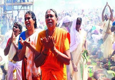 تھیر ووانن تھاپورم:بھارتی ہندو زائرین اگوکل پونگالا تہوار کے موقع پردعا مانگ رہی ہیں