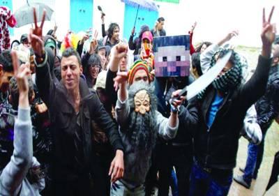 قاہرہ: مصر میں حکومتی پالیسیوں کے خلاف مظاہرین کا انوکھا انداز دیکھا گیا۔