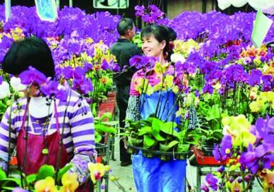 تبت: خواتین مقامی نمائش میں پھولوں کی سجاوٹ کر رہی ہیں