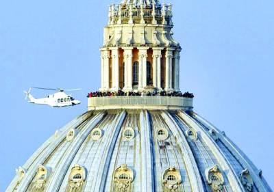 ویٹی کن سٹی: ایک ہیلی کاپٹرسبکدوش ہونے والے پوپ بینی ڈکٹ کو لیے جارہاہے