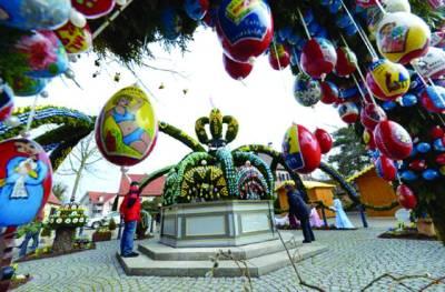 برلن: جرمنی کے مسیحیوں نے ایسٹرمنانے کیلئے درختوں پر غبارے لٹکارکھے ہیں