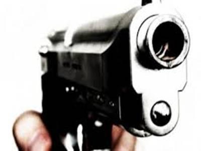 پشاور میں پولیس مقابلہ ،ایک اہلکار ،دو دہشت گرد ہلاک،تین اہلکارزخمی